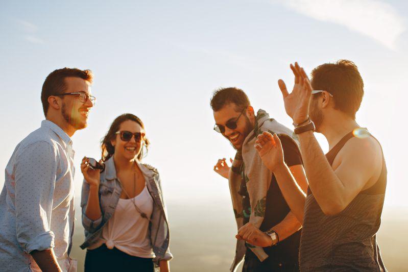 kleine-gruppe-nutzt-minikredit-und-freut-sich